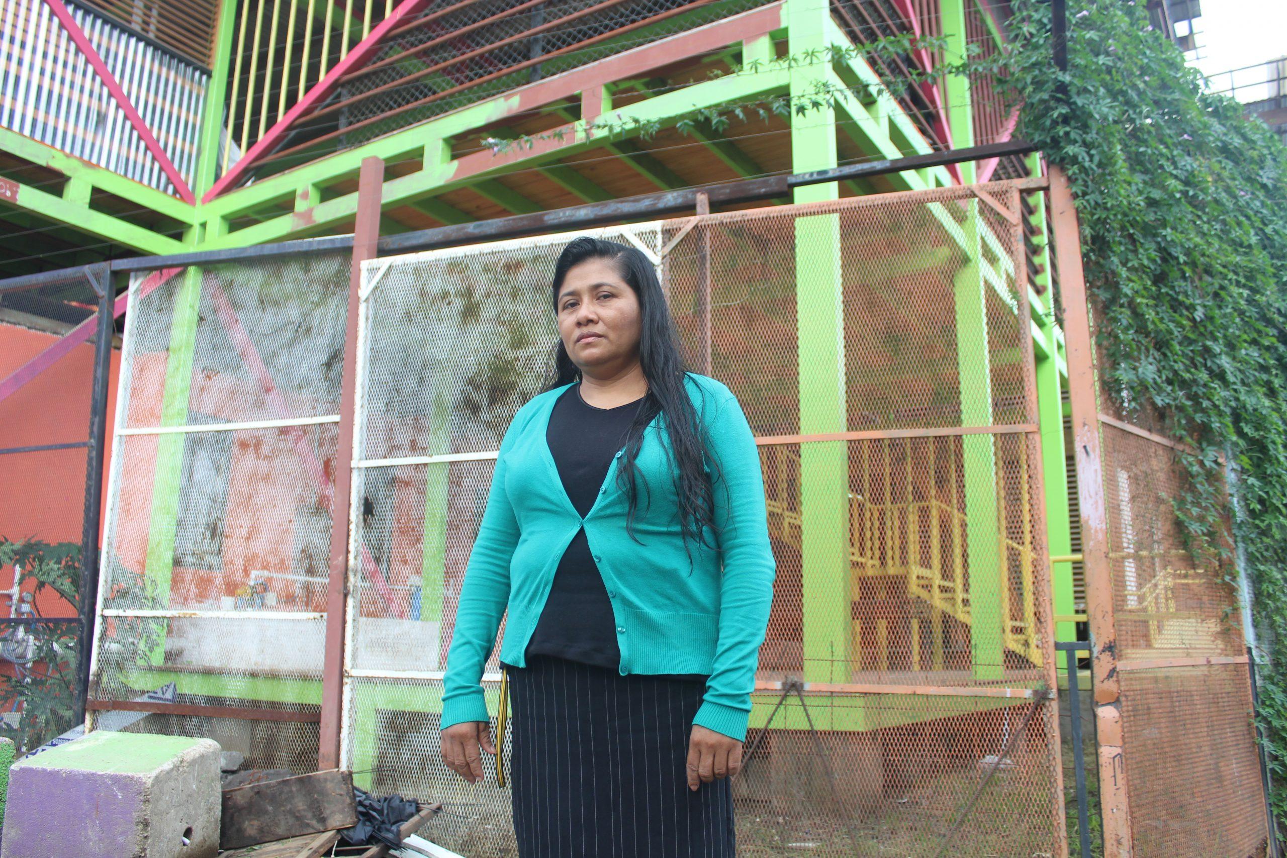Marisol Quezada es una mujer nicaragüense que creó el emprendimiento de Entre Costuras en SIFAIS en La Carpio, San José, Costa Rica. | Elizabeth Marie Lang Oreamuno | DelfinoCR |
