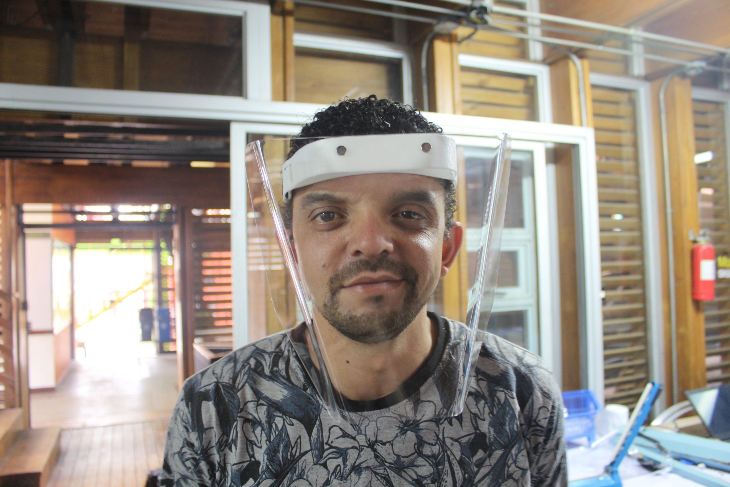 Luis Diego Castro es uno de los estudiantes costarricenses que trabaja en el Fab Lab de SIFAIS en La Carpio, San José, Costa Rica.   Elizabeth Marie Lang Oreamuno   DelfinoCR  