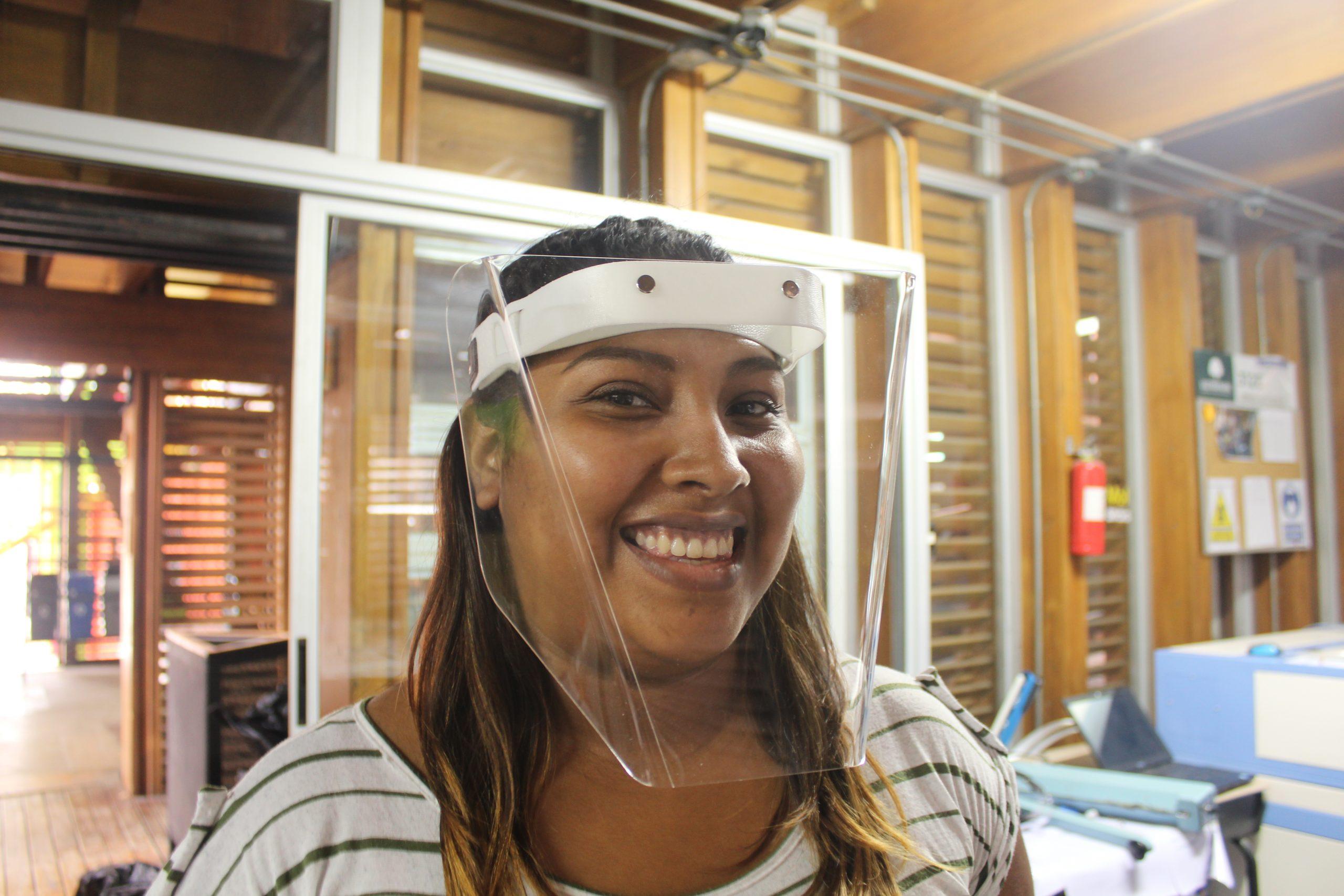 Diana Jirón es una de las estudiantes costarricenses que trabaja en el Fab Lab de SIFAIS en La Carpio, San José, Costa Rica.   Elizabeth Marie Lang Oreamuno   DelfinoCR  
